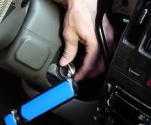 Car key stuck in ignition - locksmith Lion